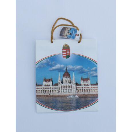Ajándék dísztasak közepes, magyar címerrel, parlament képpel